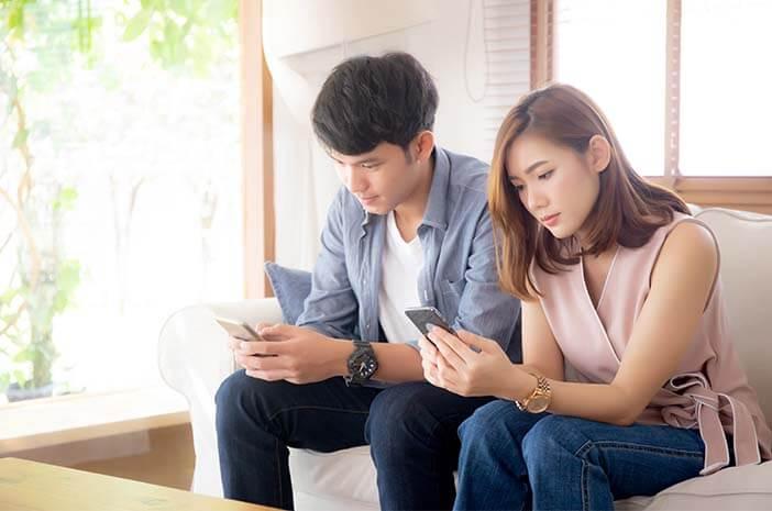 Mesra dengan Pasangan di Media Sosial, Normalkah?