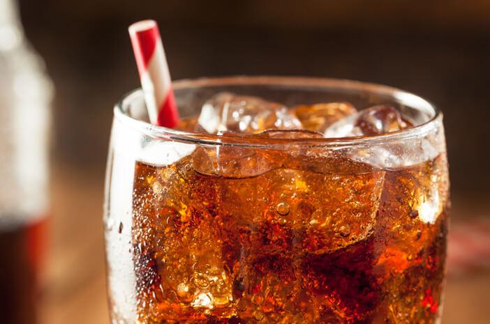 Mitos atau Fakta, Minuman Soda Bikin Sembelit saat Puasa?