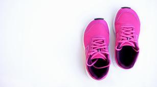 Pakai Sepatu Tanpa Kaus Kaki Bisa Kena Jamur Kuku, Benarkah?