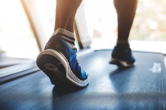 pengidap-osteoporosis-hindari-5-olahraga-ini-halodoc