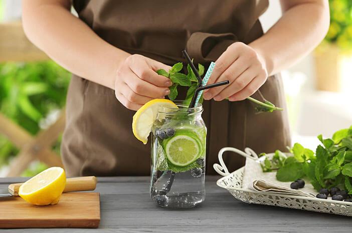 Perut Rata dengan Infused Water Lemon, Benarkah?