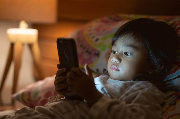 Radiasi Layar Smartphone Bisa Pengaruhi Otak Anak?