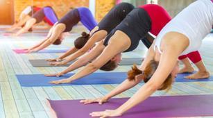 Redakan Dismenore dengan 4 Gerakan Yoga Ini