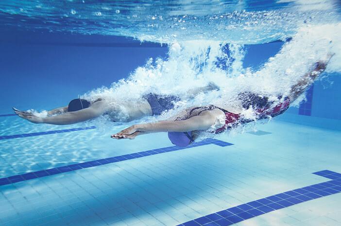 Rentan Tersedak Air, Ini Cara Aman Berenang Saat Puasa