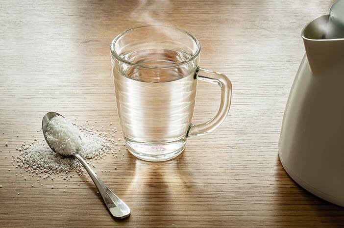Selain Obat Sakit Gigi, Ini Manfaat Berkumur Air Garam