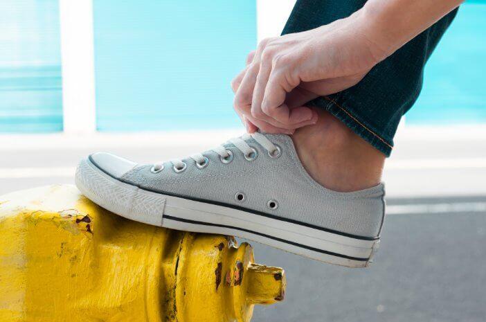 Sering Pakai Sepatu Sempit Sebabkan Kaki Kapalan, Benarkah?