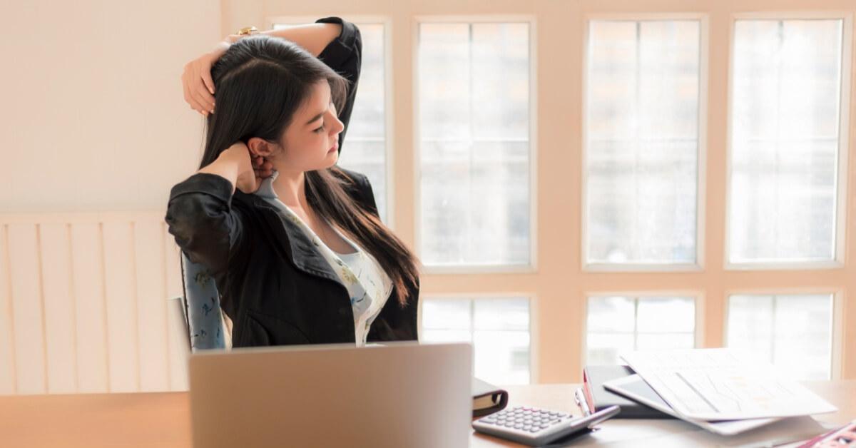 Awas, Kelamaan di Depan Laptop Picu Cervical Syndrome