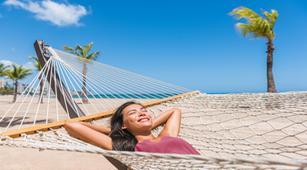 Suka Berjemur di Pantai? Ini Alasan Butuh Antioksidan untuk Kulit