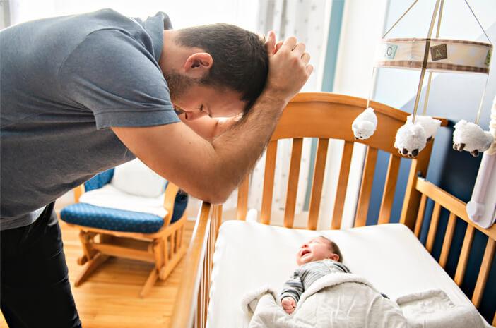 Tanda Ayah Juga Alami Postpartum Depression