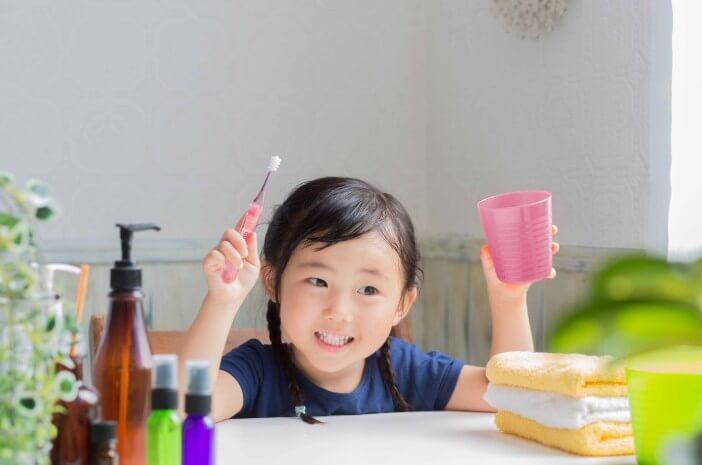 Usia Berapa Tepatnya Anak Memakai Sikat Gigi?