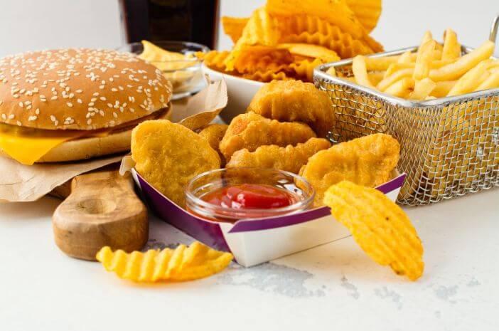 4 Kebiasaan Makan yang Bisa Sebabkan Kanker Lambung