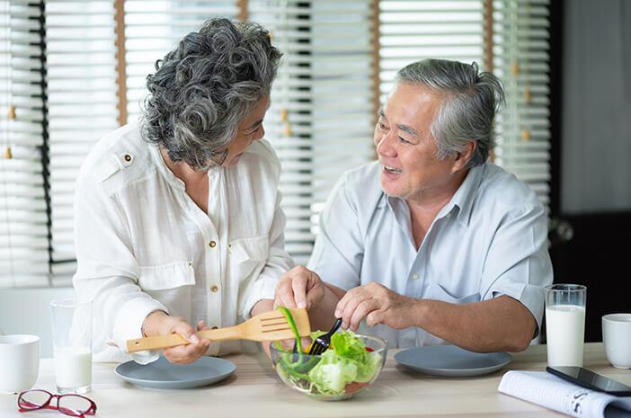 6 Pantangan Makanan untuk Dikonsumsi Lansia