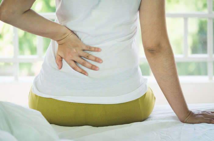 8-cara-mengatasi-sakit-pinggang-saat-puasa-halodoc