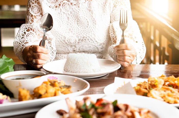 Hindari 6 Kebiasaan Makan Tak Sehat Ini saat Puasa